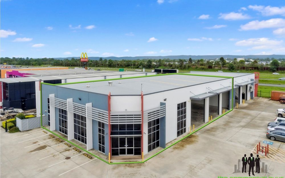 LARGE Corporate Office with High Quality Warehouse