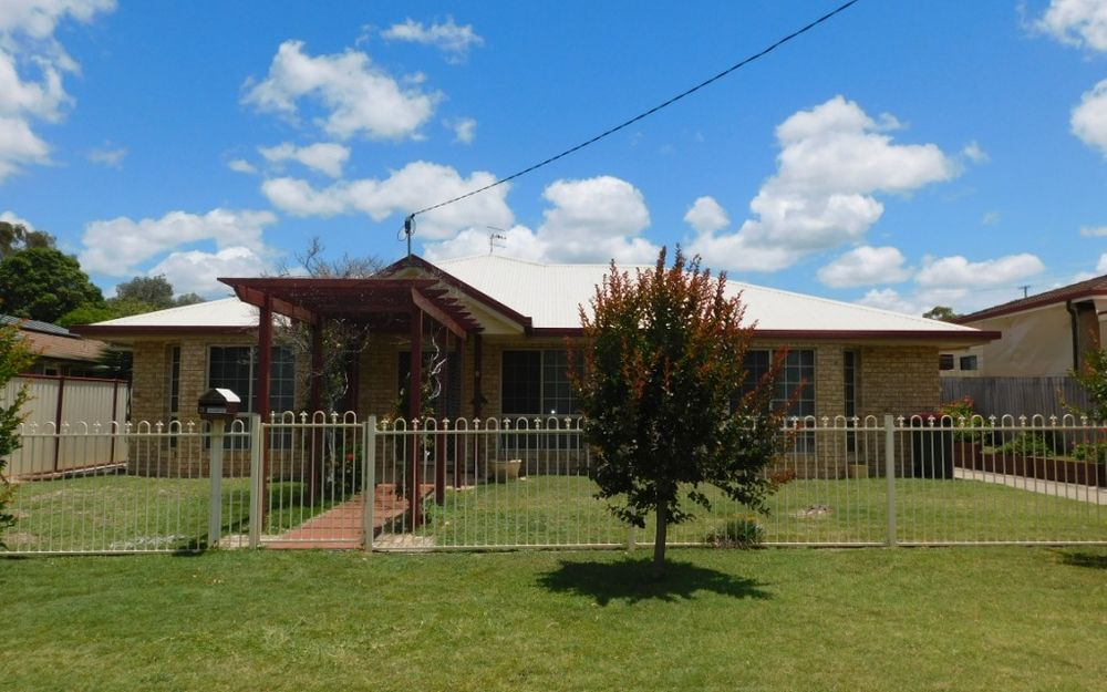 MASTER BUILT HOME IN ONE OF NANANGO'S BEST STREETS