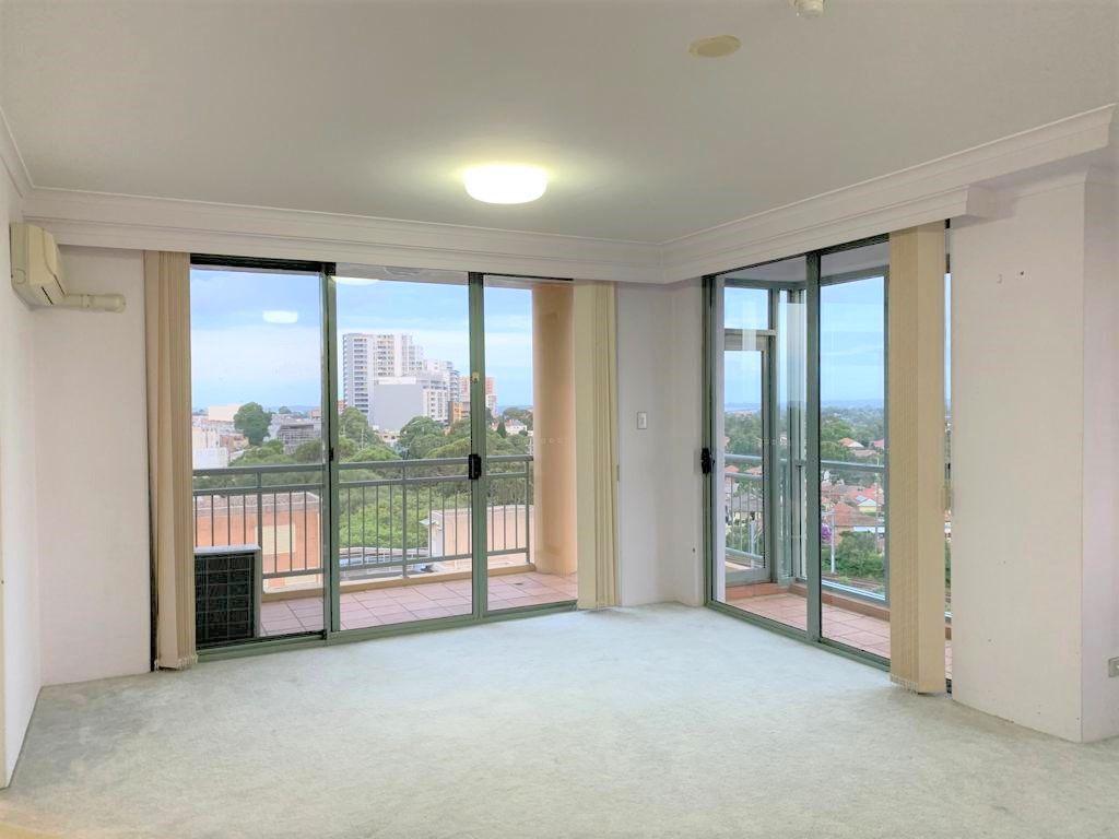 Spacious top floor 3 bedroom apartment
