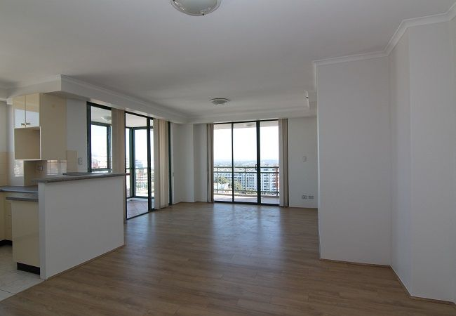 Spacious 2 bedroom apartment with new floorboard