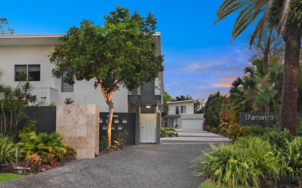 Contemporary House Sized Villa within short walk to Buderim Village