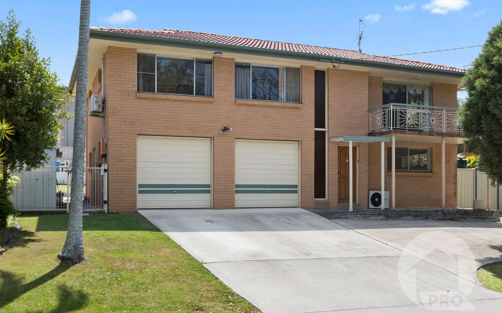 Fantastic Family Home Enjoying Park Views. Macgregor State School Catchment