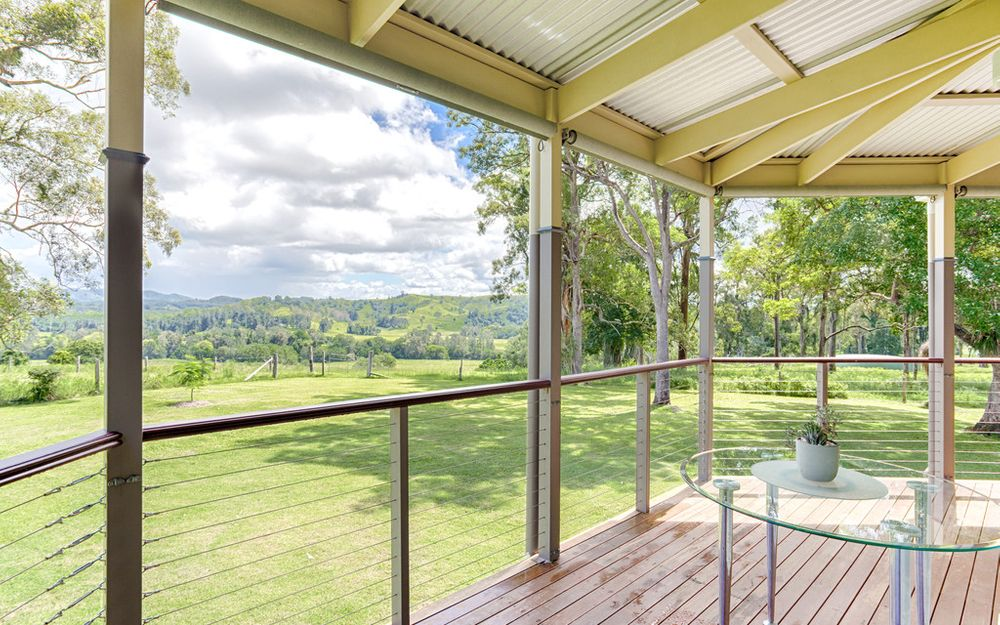 Queenslander Acreage Delight!