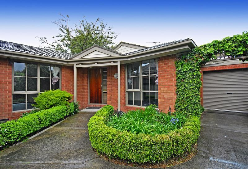 Clean and Cosy in Central Glen Waverley Position!