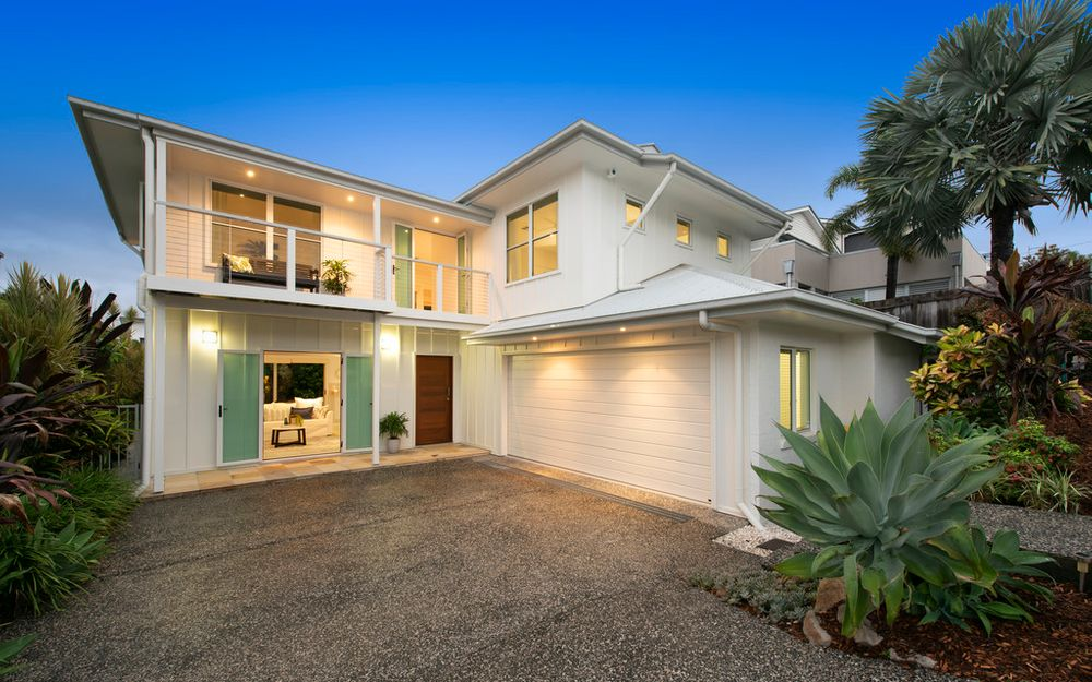 QUALITY CONTEMPORARY FAMILY HOME IN  WINDSOR AVENUES