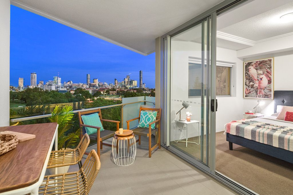 Best Luxurious 1 Bedroom Apartment in Kelvin Grove!