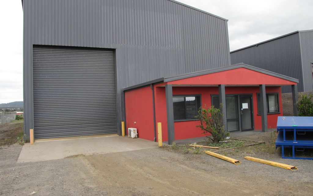INDUSTRIAL 1 ZONED FREEHOLD WITH GANTRY