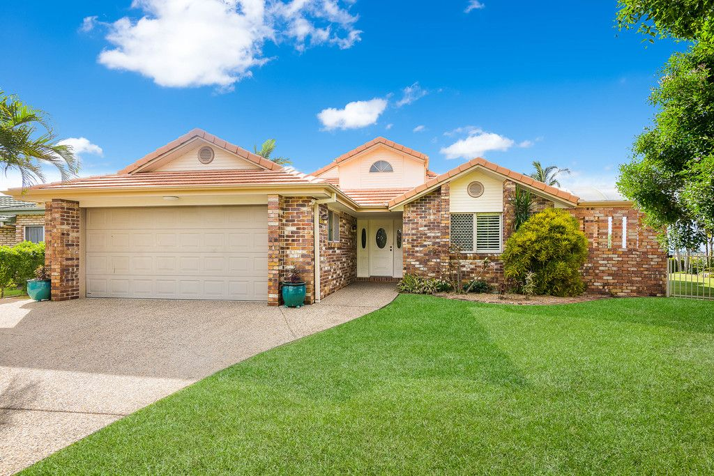 Absolute Lowset Beauty with Pool, Yard and Views