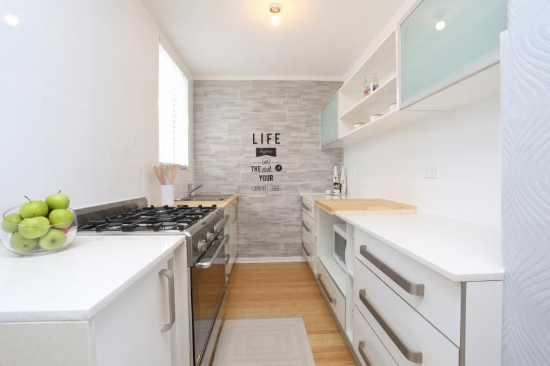 COMPLETELY RENOVATED MODERN 2 BEDROOM APARTMENT