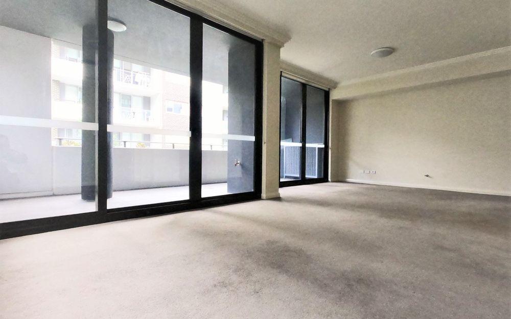 Oversize super convenient two bedroom apartment