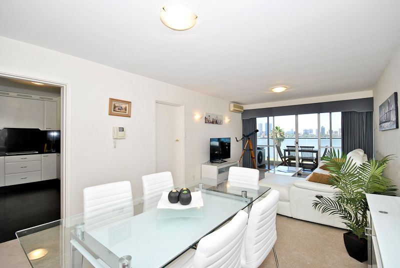 STYLISH, FULLY FURNISHED & EQUIPPED APARTMENT, STUNNING RIVER & CITY VIEWS!