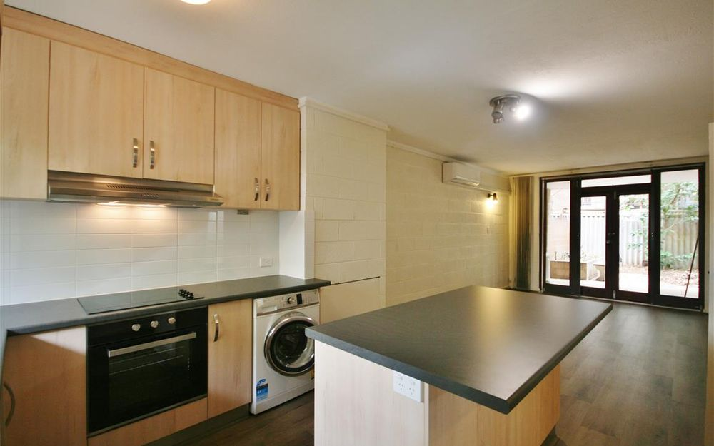 NEW KITCHEN AND BATHROOM LOVELY UNIT IN PERFECT LOCATION!!!