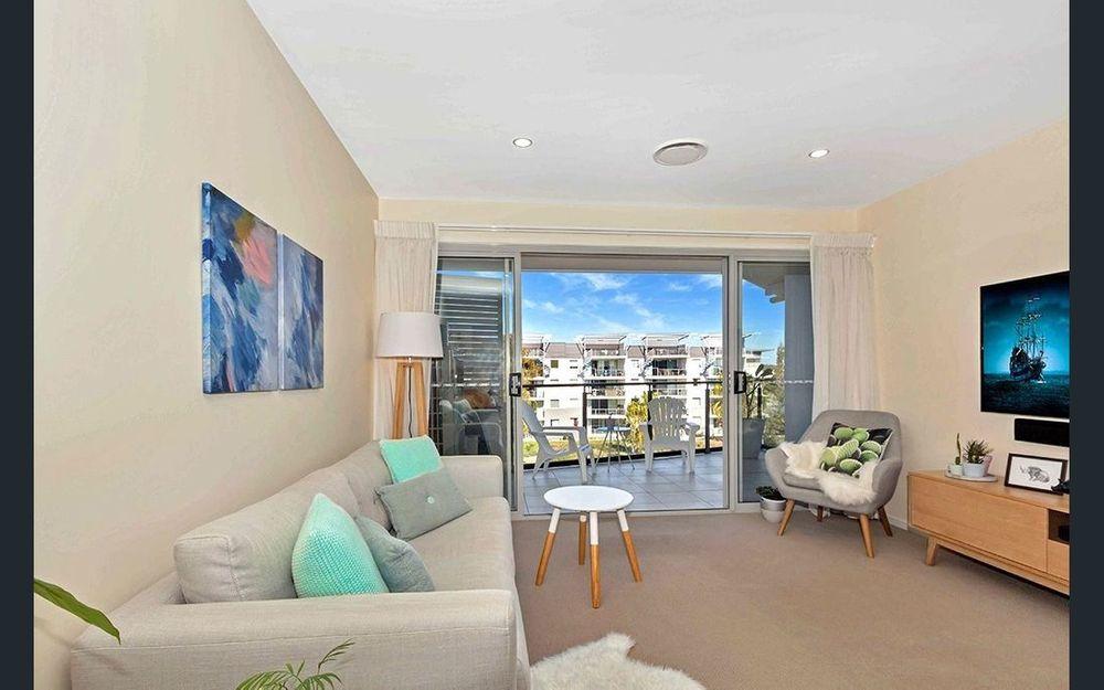 Top Floor 2 bedroom unit with 2 bathrooms and 2 car parking – OCEAN REACH Kawana Island!