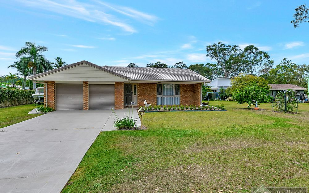 GREAT LOCATION ! CENTRAL REDLAND BAY !