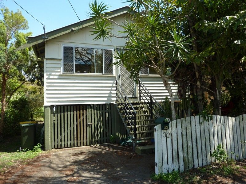 QUEENSLANDER STYLE HOME – GREAT LOCATION !!