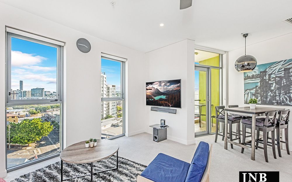 Your Funky Little Pad with Amazing Views & Fully Furnished