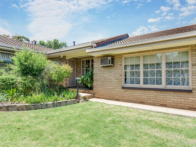 Situated in a Well Maintained Single Storey Complex