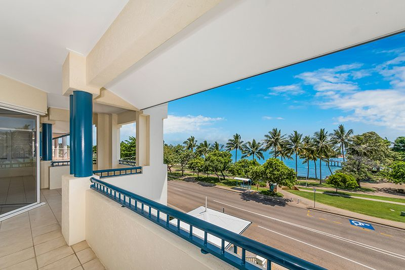 Strand Penthouse with Seaviews and Breezes Forever
