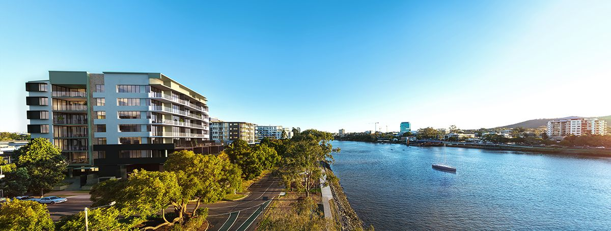 Near New Large Absolute Riverfront Apartment