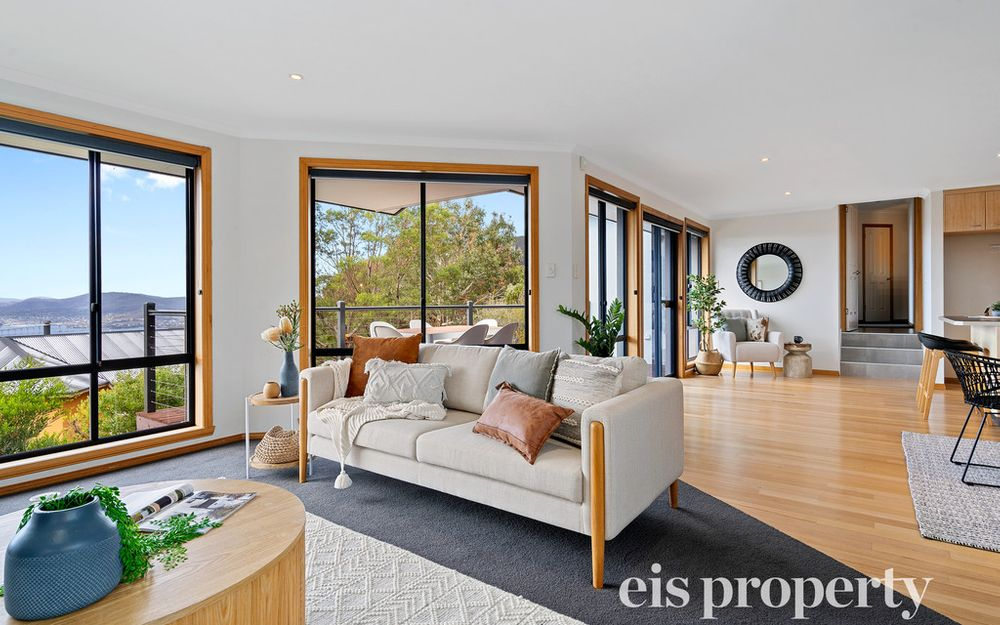 Tolmans Hill – Contemporary Family Living With Panoramic Views