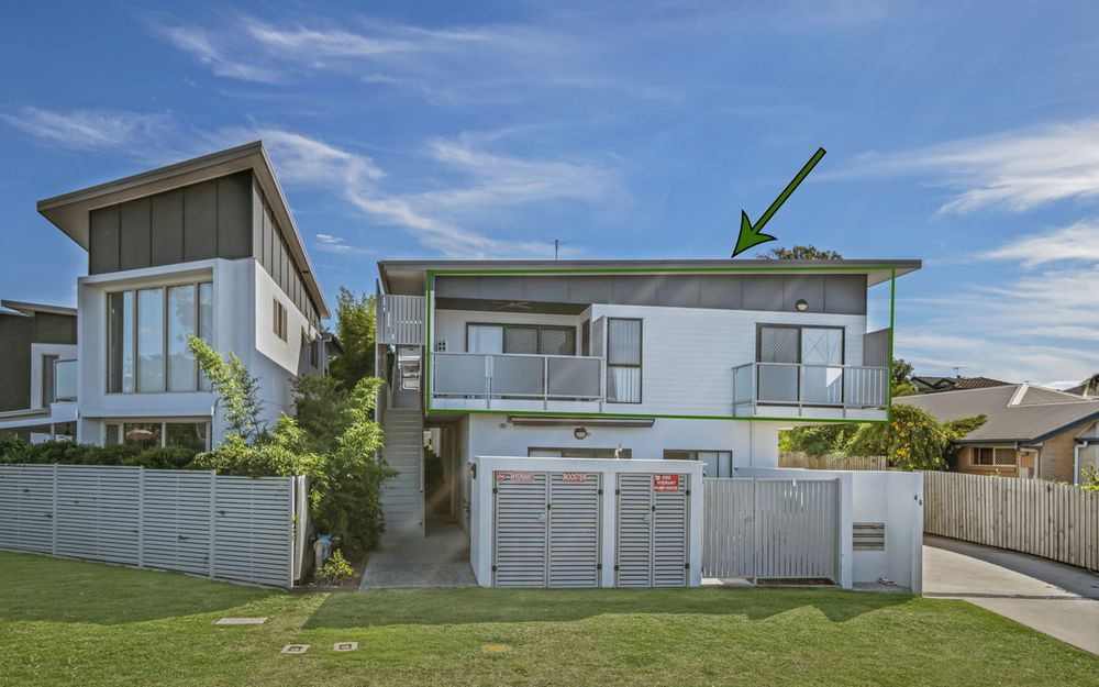Modern, Boutique Complex with stylish 2 bedroom unit in Carina Heights!