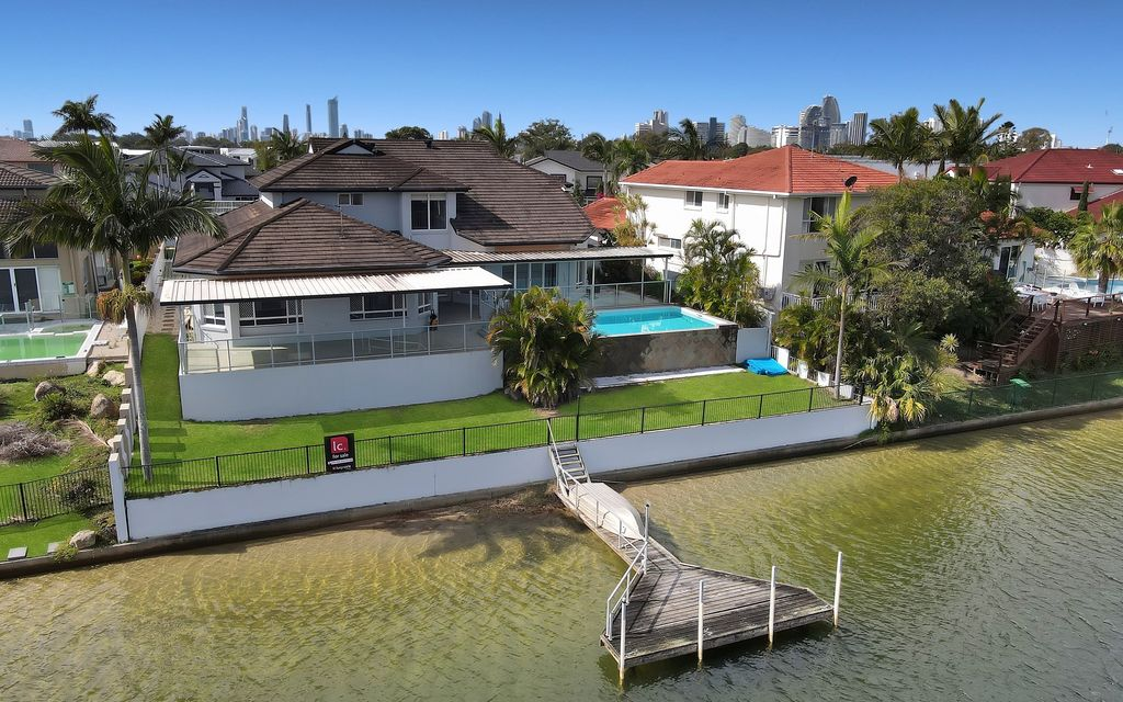 GRAND FAMILY WATERFRONT ENTERTAINER – OWNER'S RELOCATED – MUST BE SOLD!