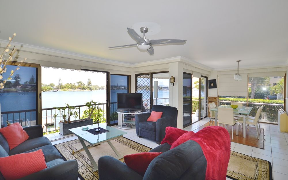 POINT BENNELONG – Prime Location with Views!