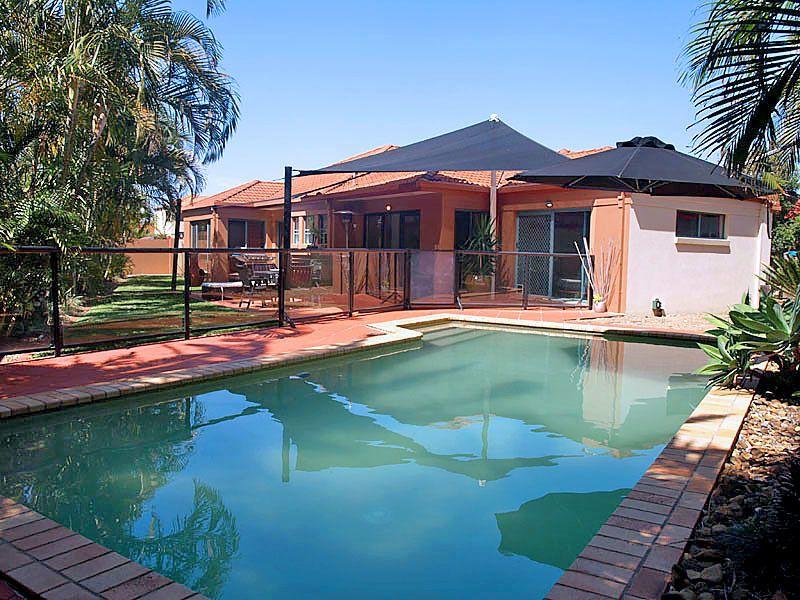 Benowa Waters – Great Outdoor Living & Pool !