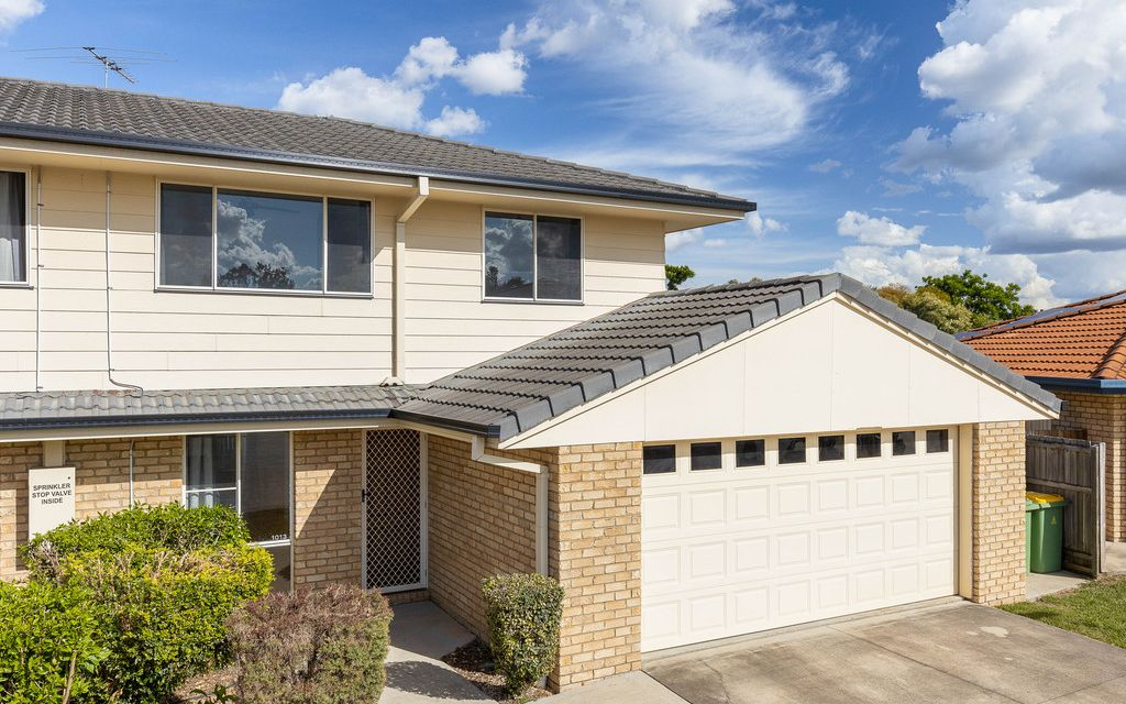 LARGE TOWNHOUSE WITH TREMENDOUS FACILITIES