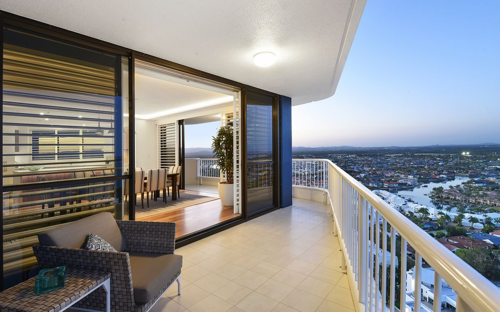 SUBLIME COASTAL MASTERPIECE–  1/2 FLOOR SUB PENTHOUSE ON THE BROADWATER