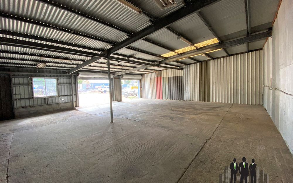 CHEAP Warehouse With Dual Roller Door Access