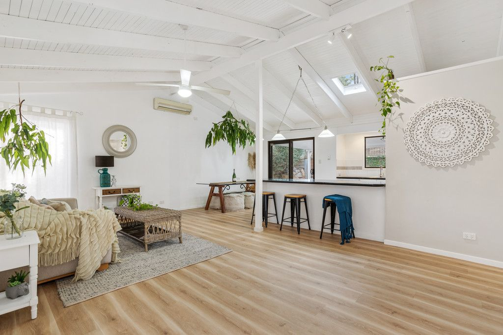 Bellbird Park Stylish Stunner! Ready and Waiting for One Lucky Buyer! Offers over $369,000
