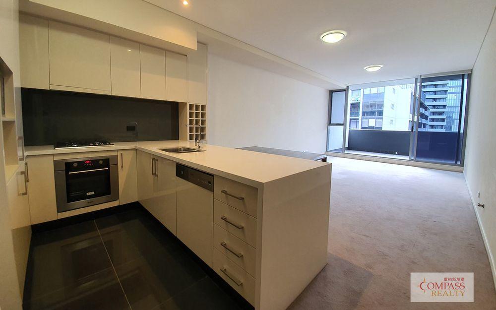 Like new split level 2 bedroom apartment in Emerald Park