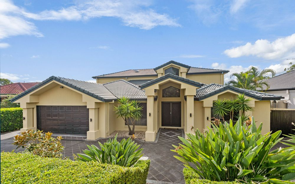 outstanding home located in exculsive pocket of Carindale