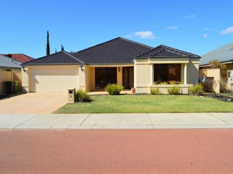 LARGE FAMILY HOME/CLOSE TO ALL LOCAL AMENITIES