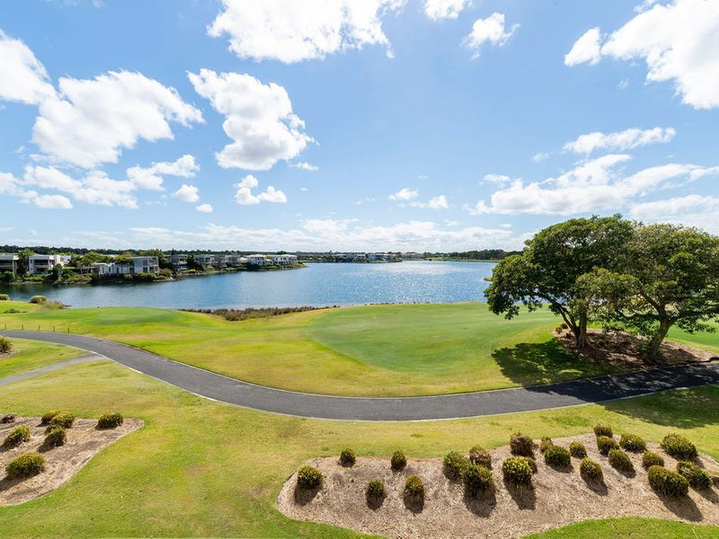 Stunning Lake & Golf Course Views
