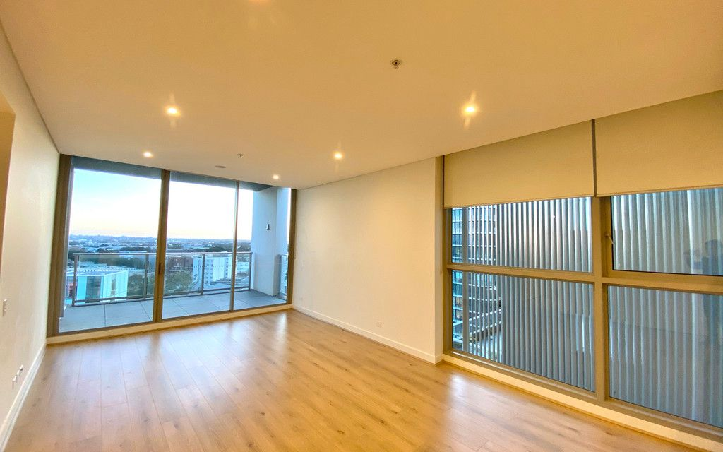 Top floor 2 Bedroom Apartment at the heart of Green Square! Brand new Timber floor!