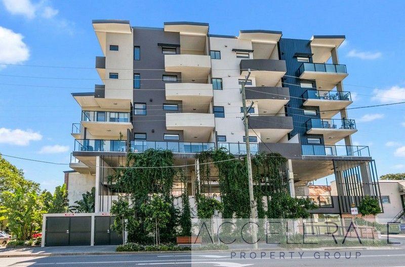 Top Floor – You Will Love Living Here!