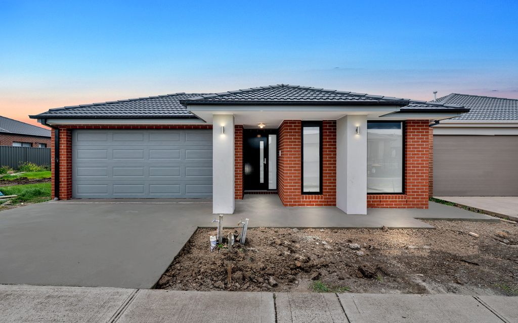 4 Bedroom Family Home, Close to DonnyBrook Train Station