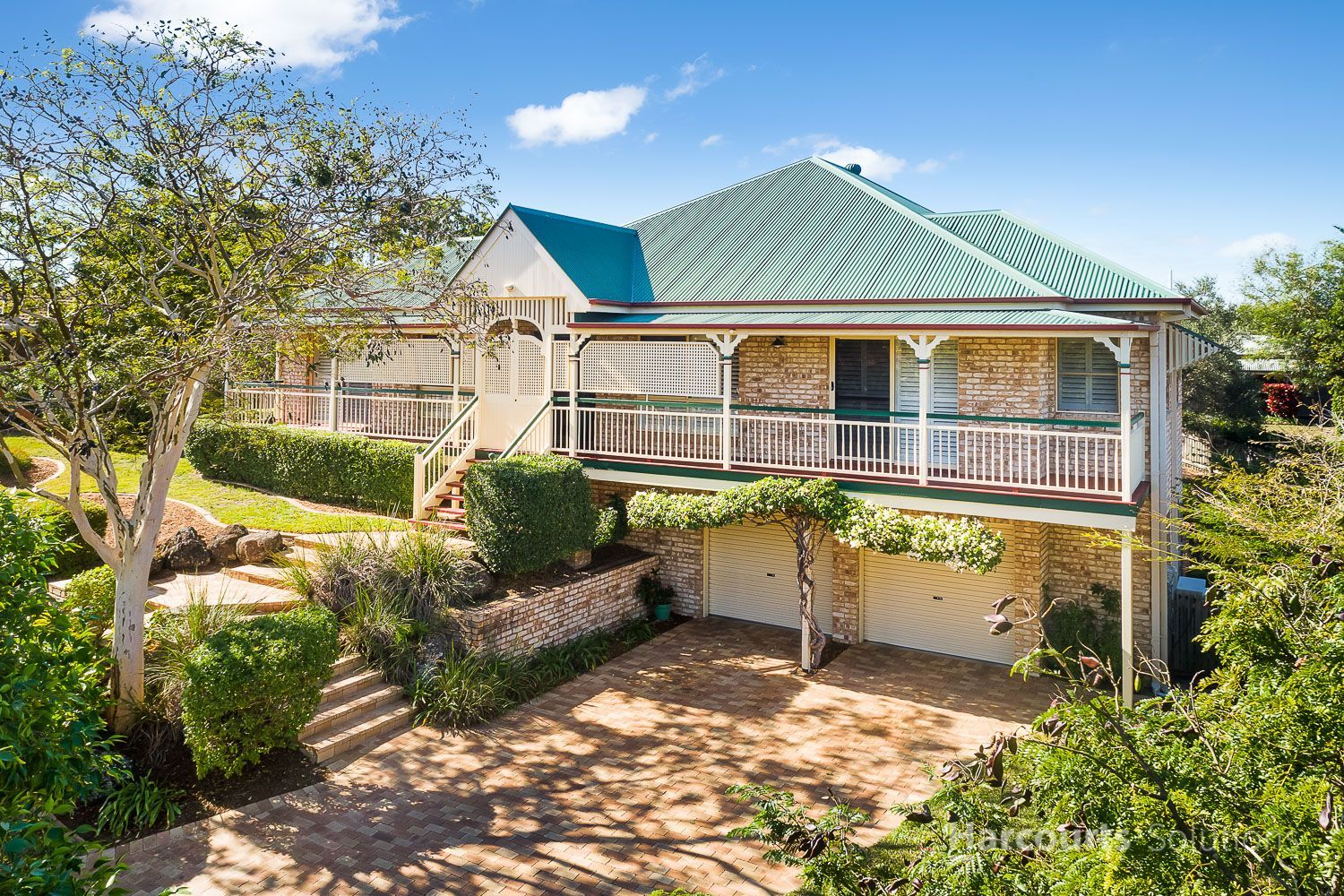Stunning Queenslander in a Prestigious location with Features Galore