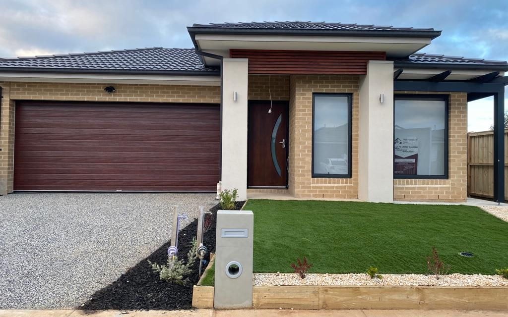 Brand New 4 Bedroom Family Home Close to Freeway Access