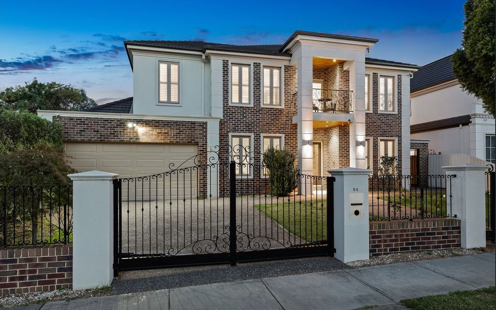 Luxurious Family Stunner In the Glen Waverley Secondary College Zone