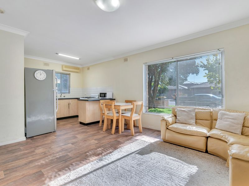 Well maintained unit in a well maintained unit group.