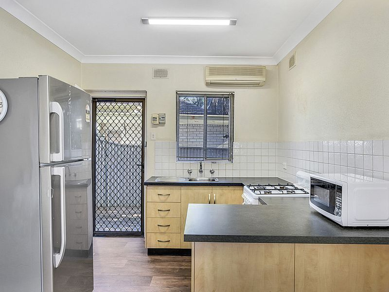 Well maintained unit in a well maintained unit group.  For Sale by Best offer, closing Tuesday 30/6 @ 12pm (unless sold prior).