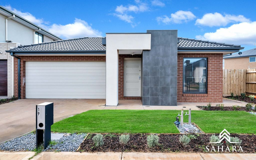 4 Bedroom Family Home, Close to Rockbank Station