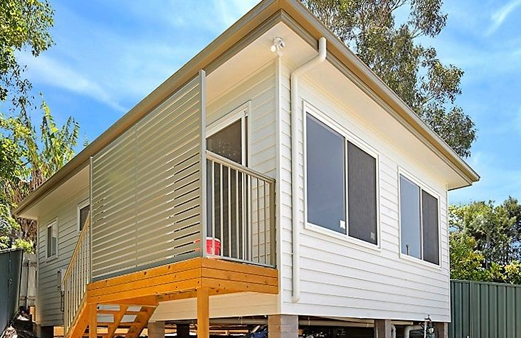 BRIGHT, HIGH SET GRANNY FLAT WITH WATER VIEWS!