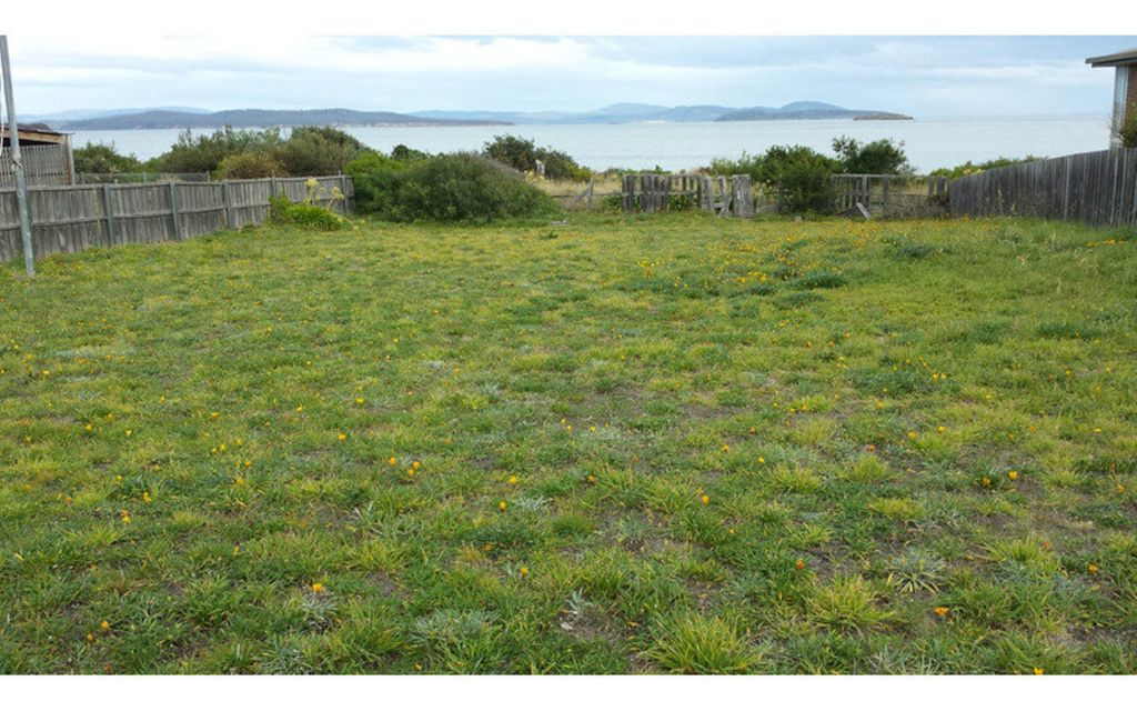 level Land with direct access to the beach including 2 moorings