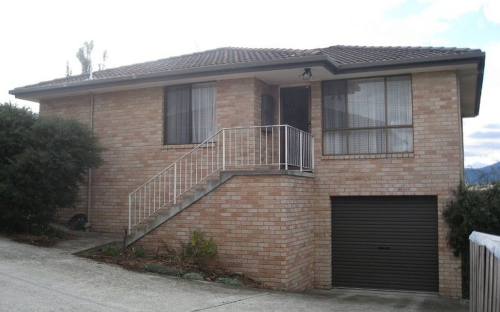 Sunny brick unit in sort after location