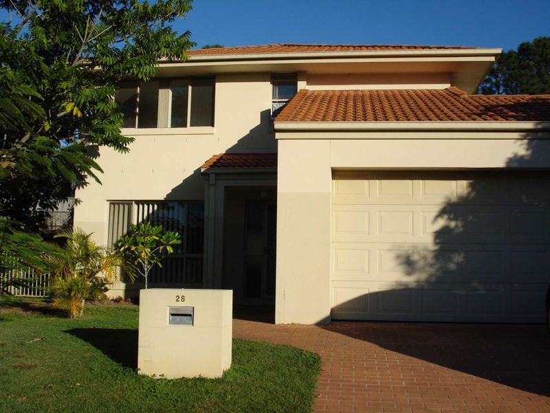 DOUBLE STOREY & FAMILY FRIENDLY – FULLY FENCED YARD AND CENTRALLY LOCATED