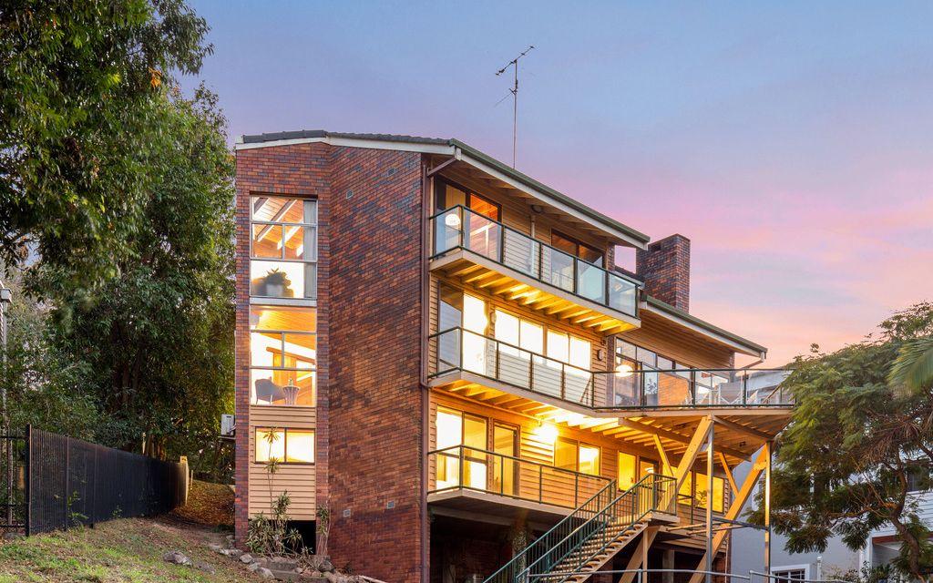 Unique Opportunity in Prestigious Hamilton Hill, Renovate or Build Your Dream Home on 1,285m2